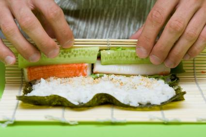 Сделать суши своими руками в домашних условиях видео